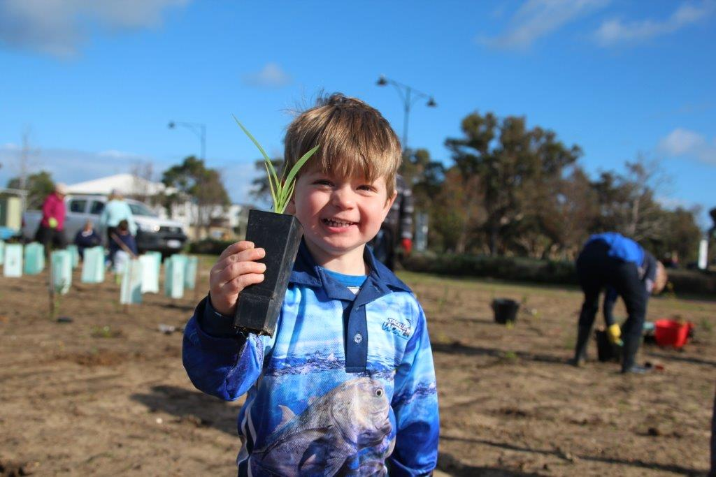 Dunsborough community tree planting event transforms land into natural space